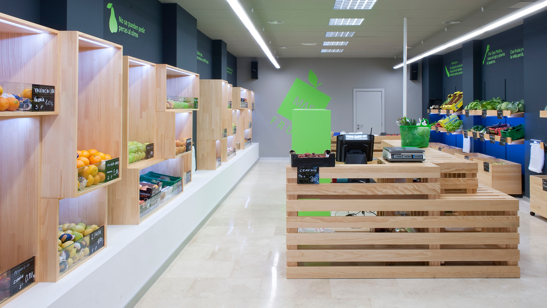 Diseño comercial frutería Celanova Ourense, equipoeme
